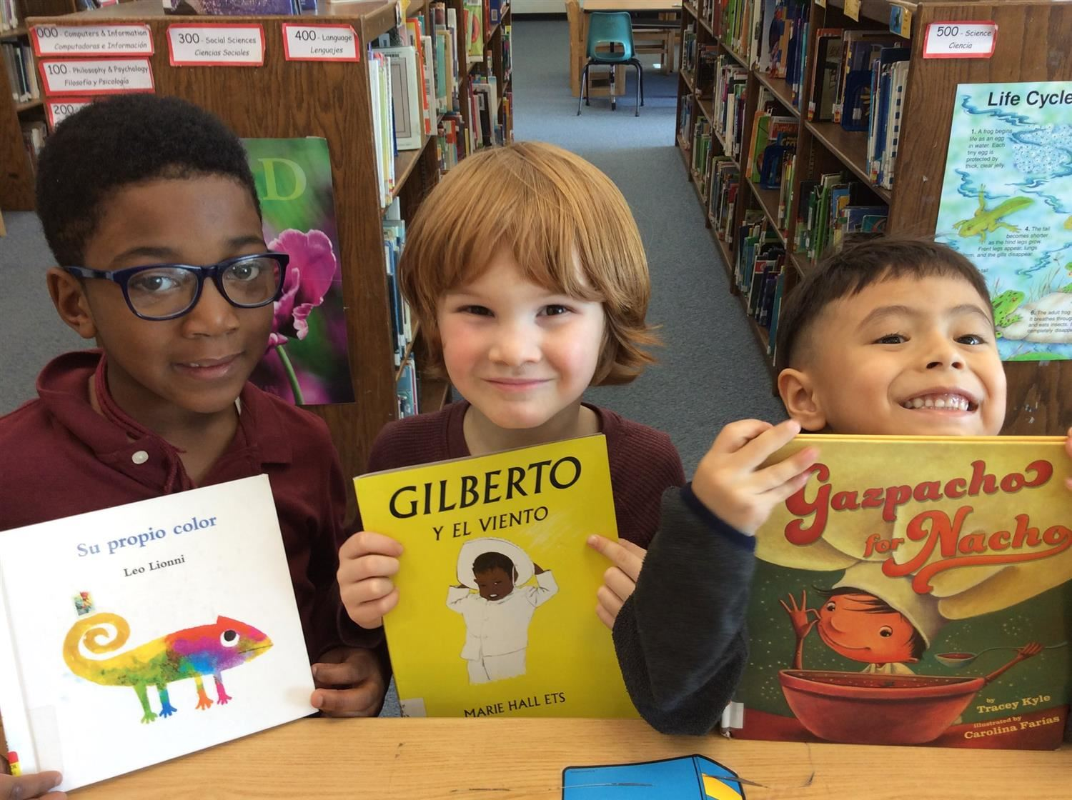 Dual Language Spanish students in library