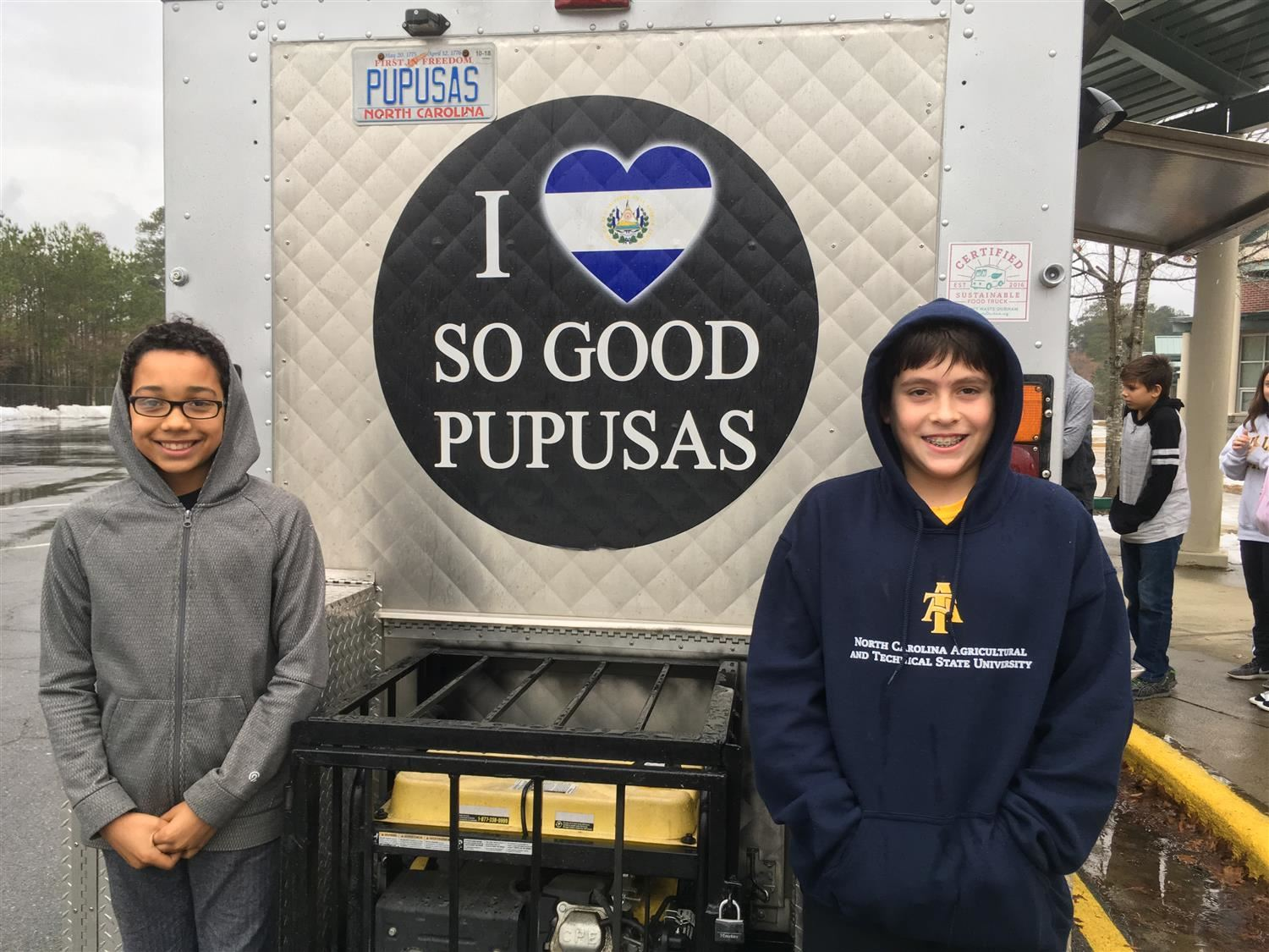 Two MMS students and So Good Pupusas